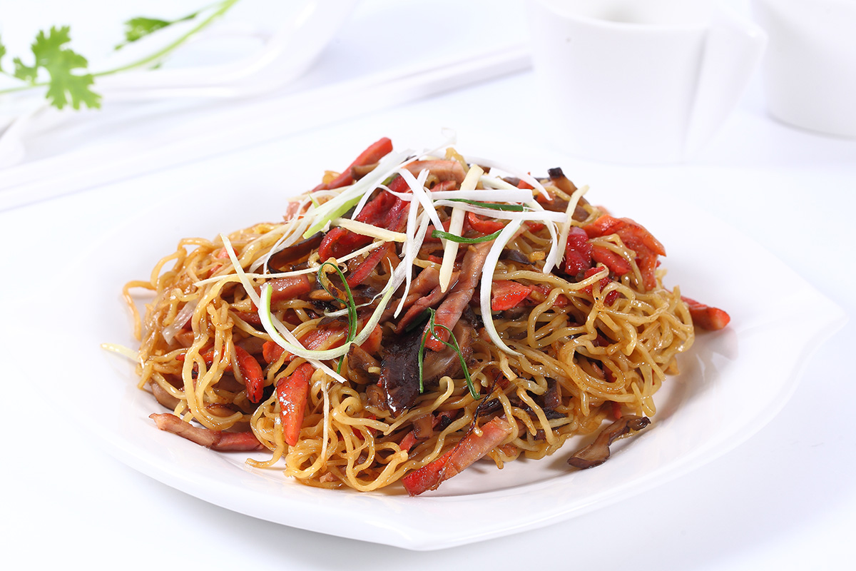 Fried Egg Noodles with BBQ Honey Pork: 125 Baht