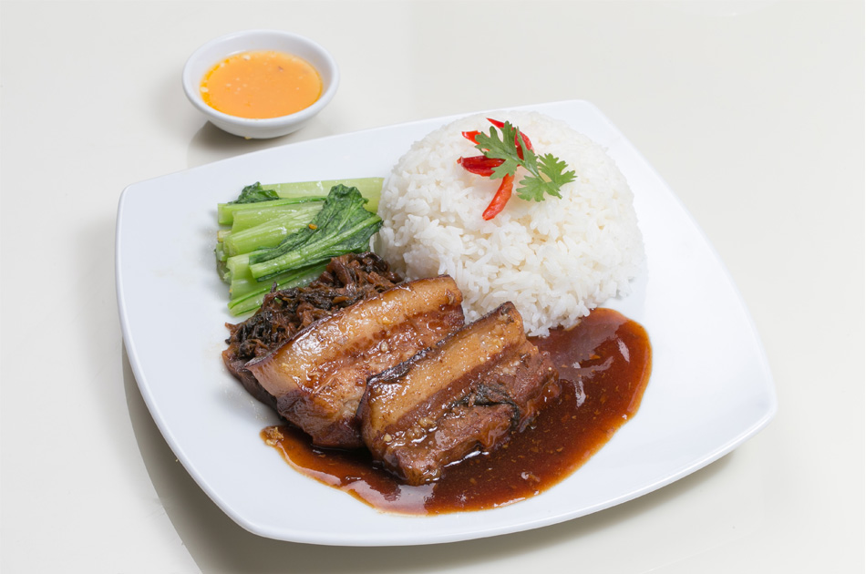 Steamed Pork belly served with rice: 215 Baht